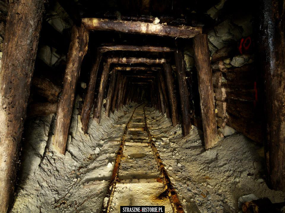 Opuszczona-kopalnia-w-Rumunii